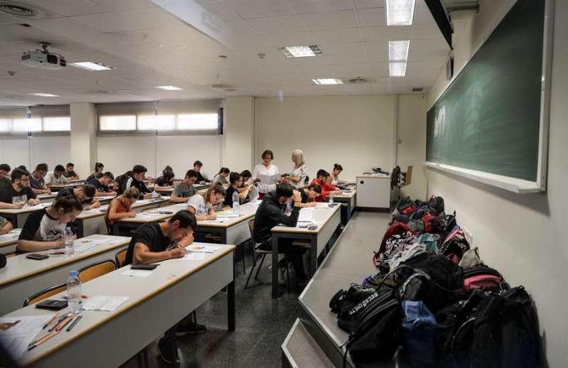 Un grupo de estudiantes durante las Pruebas de Acceso a la Universidad (PAU). EFE