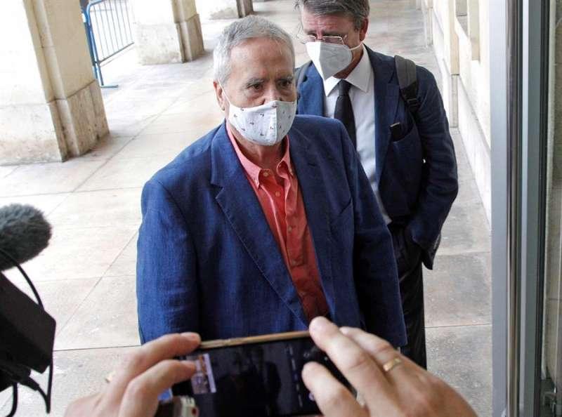 El ex alcalde de Alicante, Luis D�az Alperi, a su llegada a la Audiencia Provincial para la reanudaci�n del juicio por el presunto ama�o del PGOU (Plan General de Urbanismo de Alicante) entre 2008 y 2010, una de las ramas del denominado