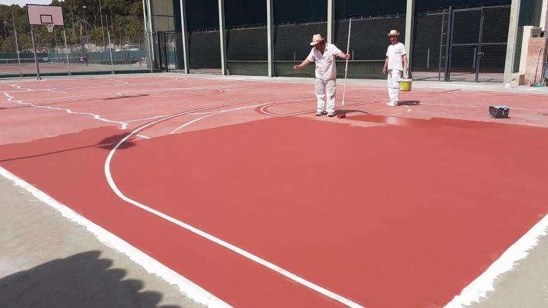 Pintando las piestas de baloncesto