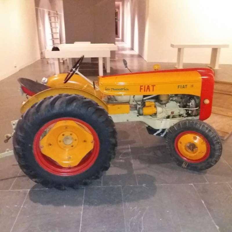Detalle del tractor. /  Archivo Familia Mínguez Bori.