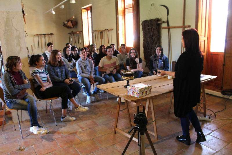 Alumnos del IES La Marxadella en el Museu Comarcal de l