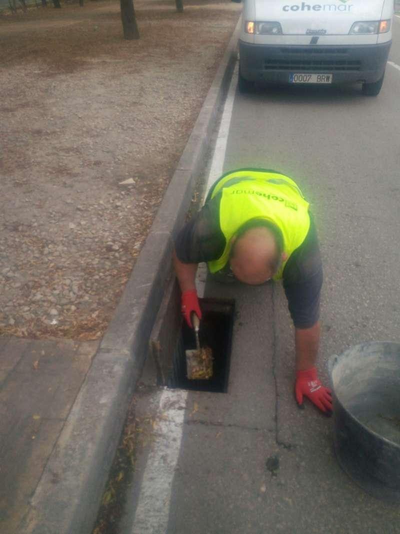Limpieza de imbornales en Paterna. EPDA