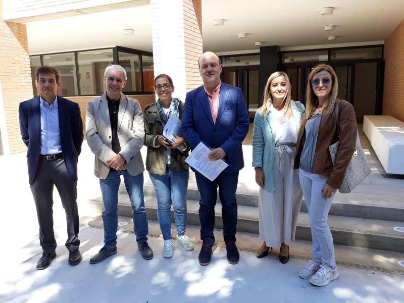 El alcalde Ramón Puchades tras la firma de la recepción. EPDA