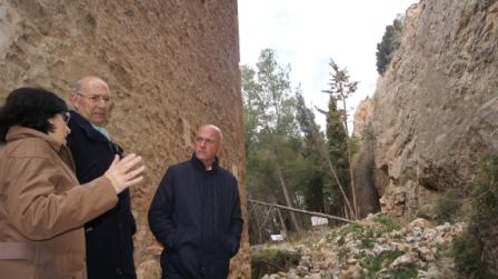 El responsable provincial ha visitado la localidad junto a la alcaldesa Amparo Rodríguez. FOTO: DIVAL