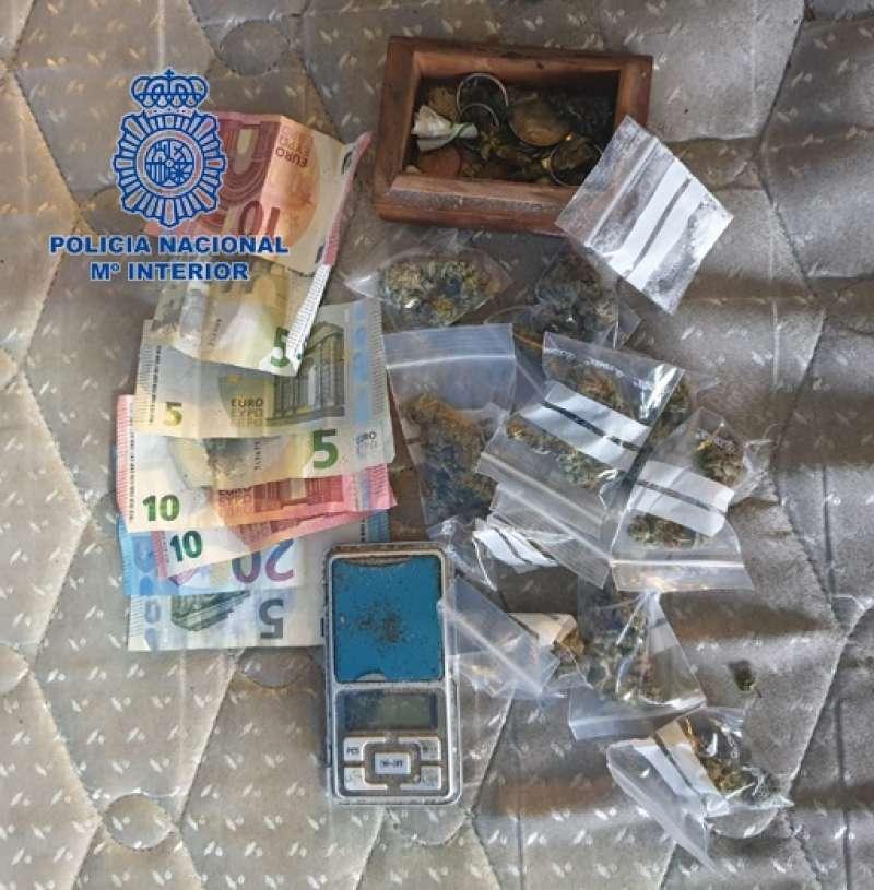 Dinero y droga incautada. EPDA