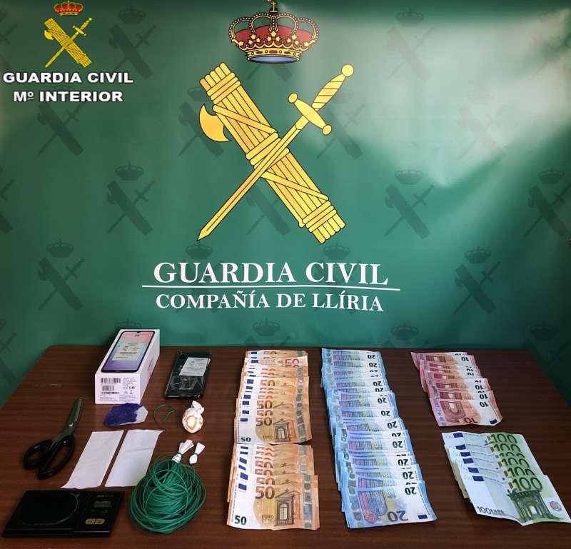 Dinero requisado por la Guardia Civil. / EPDA