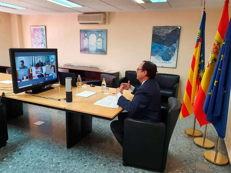 El conseller de Hacienda, Vicent Soler, durante su reunión con los rectores de las universidades públicas valencianas. Generalitat.