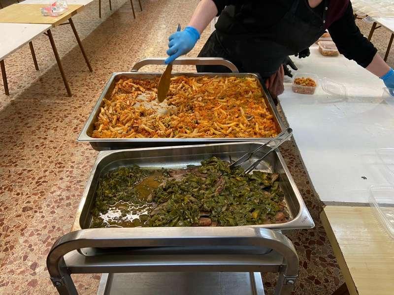 Detalle de las comidas que se reparten cada día. / EPDA