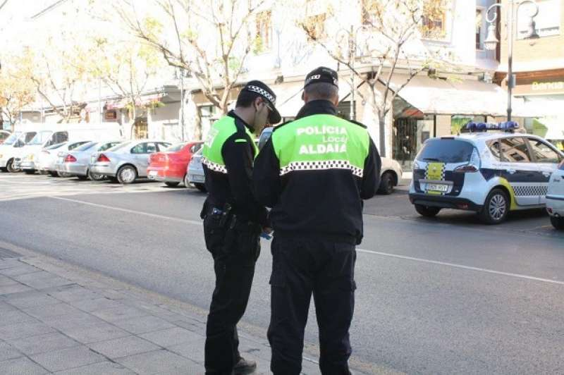 Agentes de la policia local en Aldaia.EPDA