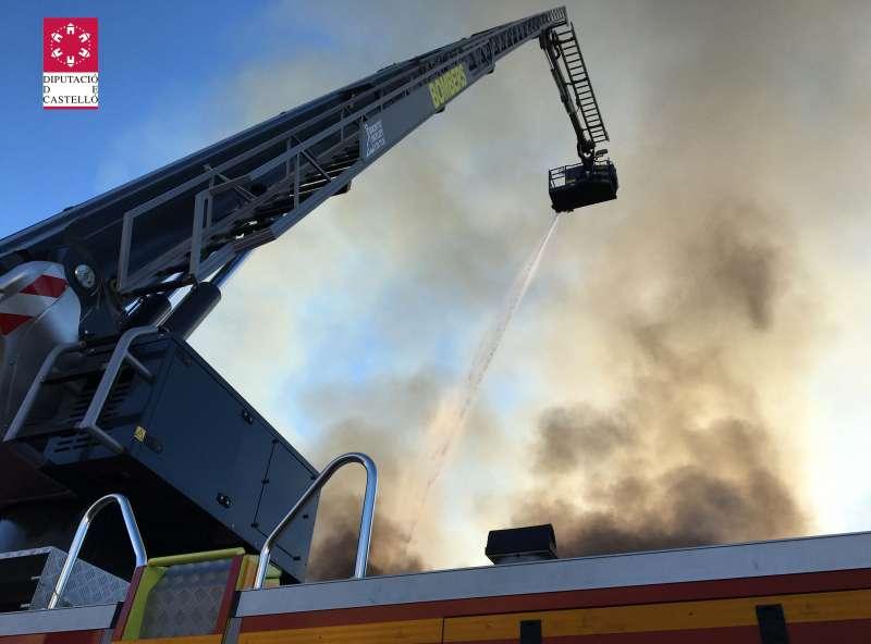 Incndio en un almacén de maderas. EFE