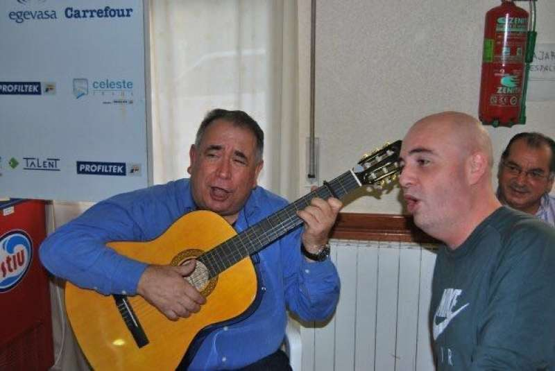 Sancho Sempere, con la guitarra.
