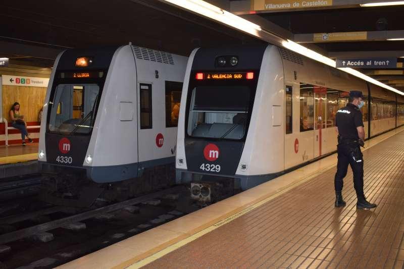 La Generalitat instalará desfibriladores en las principales estaciones.
