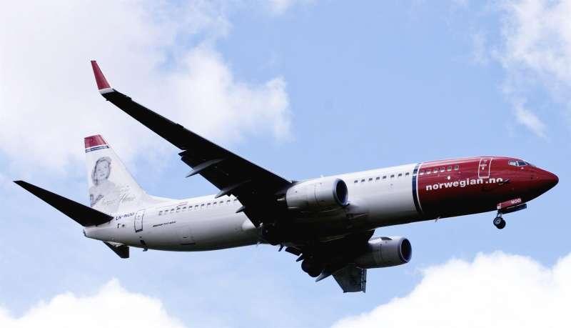 Foto de archivo que muestra un Boeing 737-800 de la aerolínea noruega de bajo coste Norwegian.