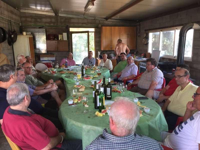 Asistentes a la comida en Algar de Palància. EPDA
