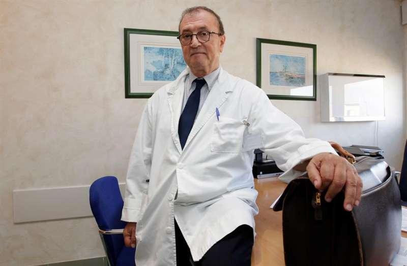 El director de la plataforma de Oncología del Hospital Quirónsalud de Torrevieja, el doctor Antonio Brugarolas. EFE