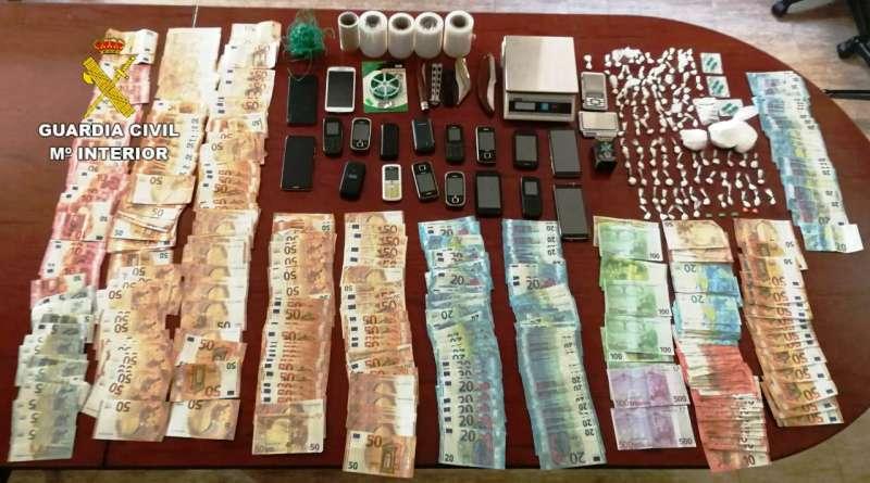 Dinero y objetos incautados