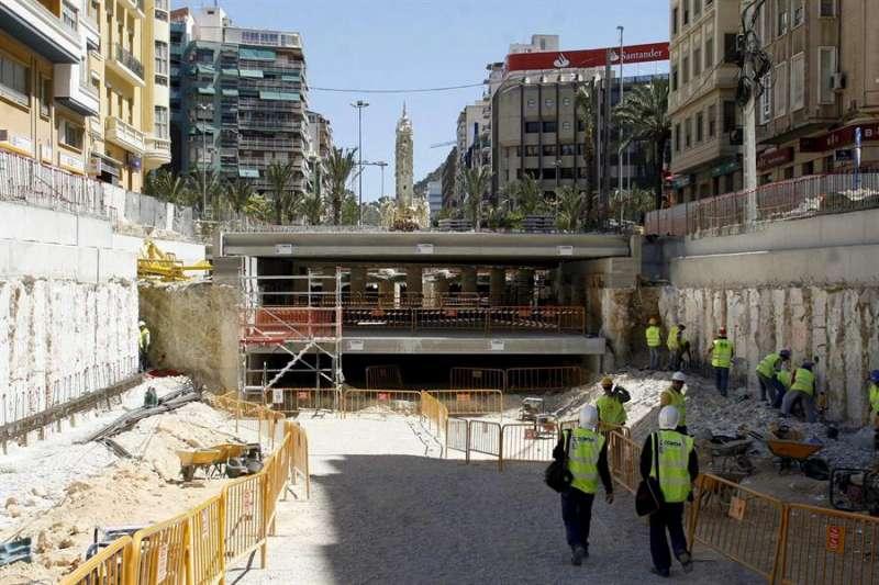 Imagen de archivo de unas obras de la TRAM en Alicante. EFE/Morell/Archivo