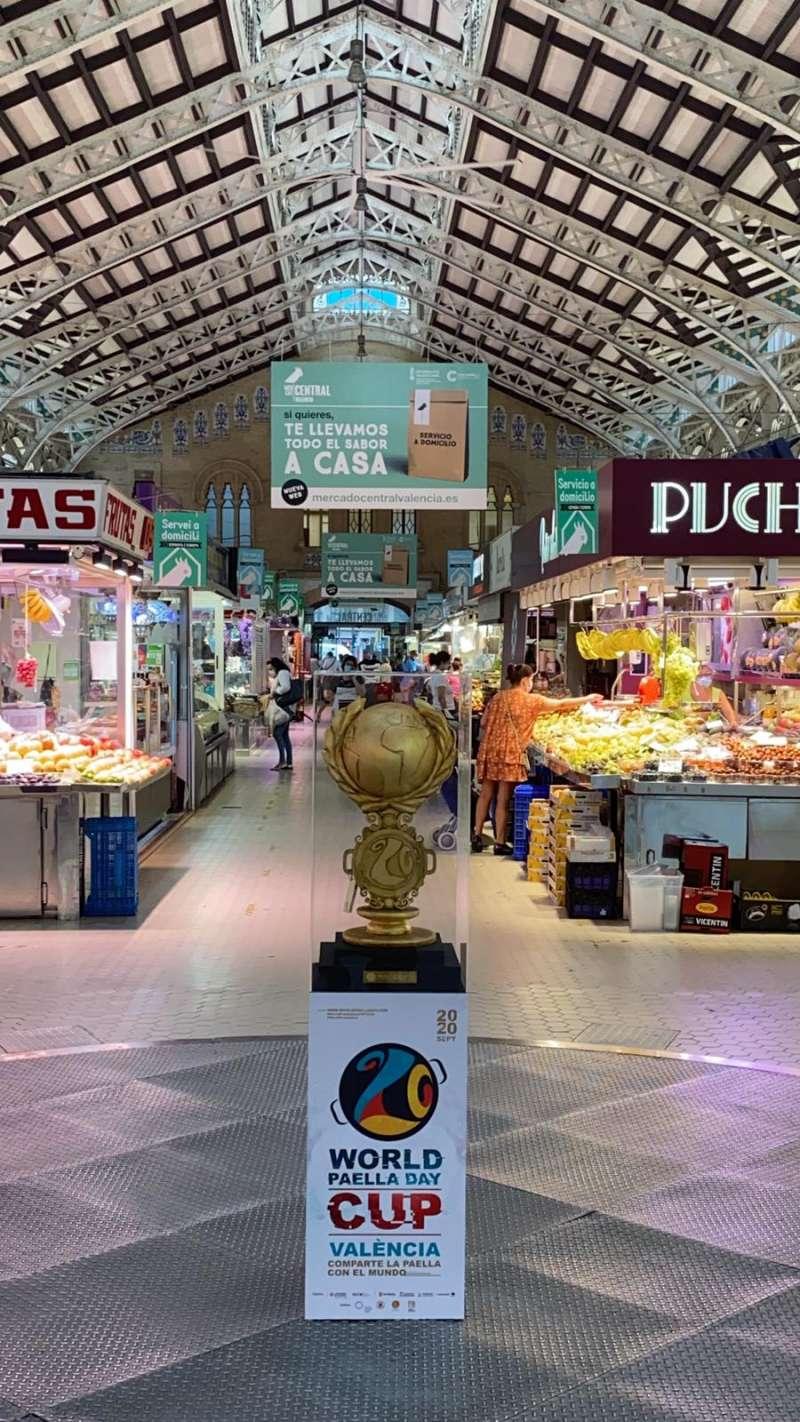 Trofeo en el Mercado Central. EPDA
