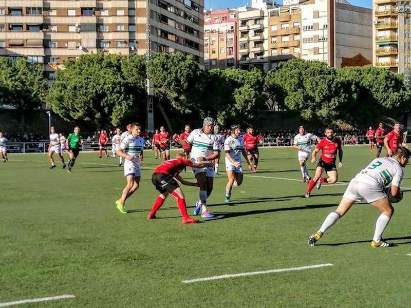 Partido de rugby en el cauce del río Túria, en València
