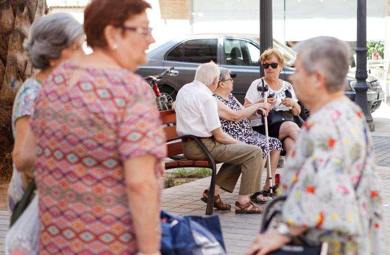 Personas mayores en una imagen de archivo. EPDA