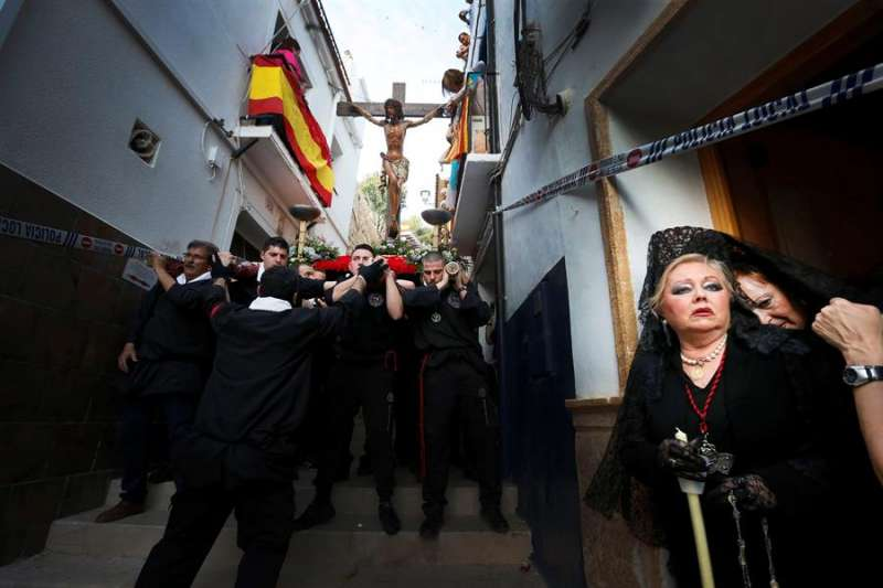 Las estrechas calles de bajada desde la Ermita de la Santa Cruz, en una imagen de 2018. EFE/Manuel Lorenzo/Archivo