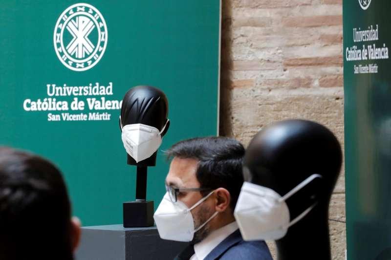 La Universidad Católica de Valencia (UCV) presenta unas mascarillas capaces de inactivar el SARS-CoV-2, la gripe y bacterias multirresistentes en menos de un minuto. EFE