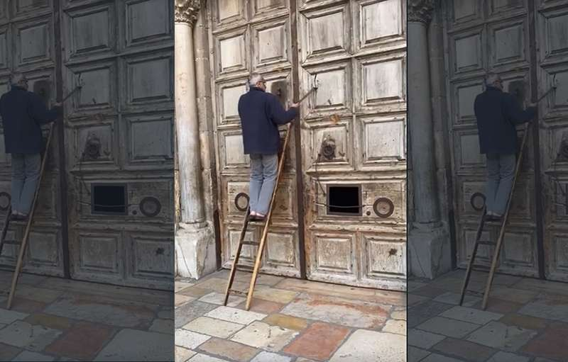 Fragmento del vídeo donde se cierran las puertas.