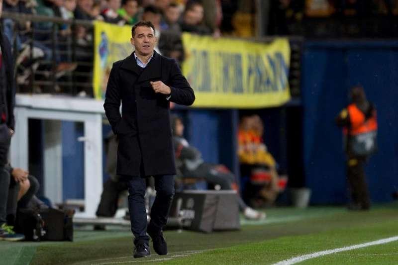 El entrenador Luis García Plaza durante su etapa como técnico del Villarreal, en el partido ante el Spartak, de la fase de grupos de Liga Europa. EFE/ Archivo