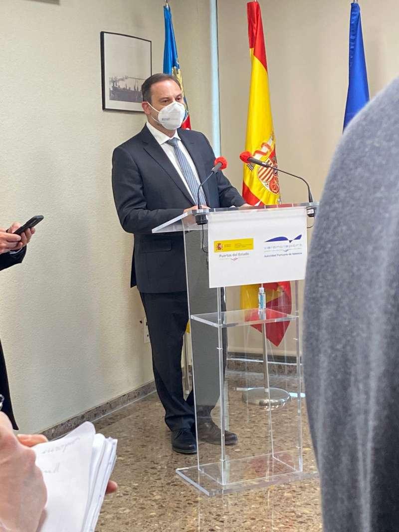 El ministro Ábalos durante su comparecencia.