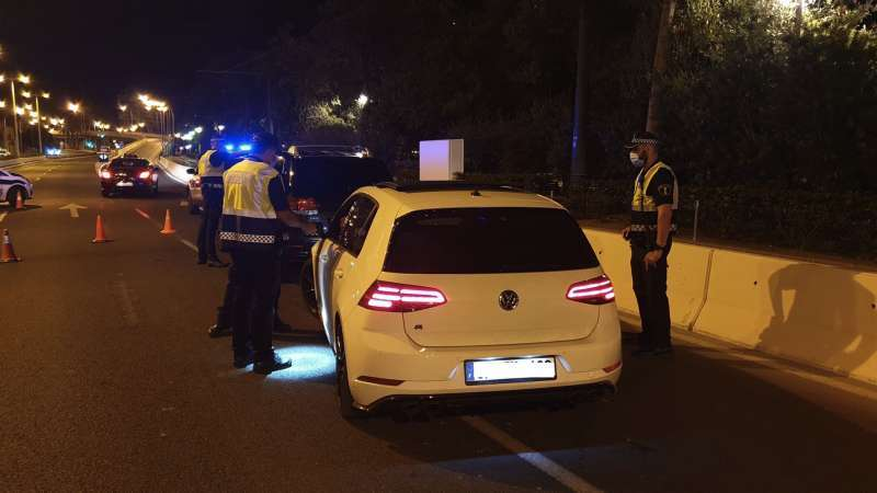 Policía Local haciendo controles. EPDA.