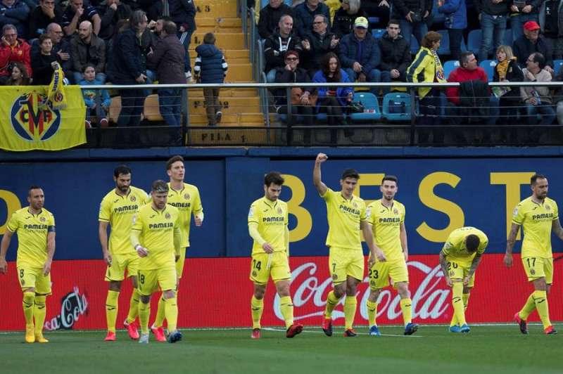 Los jugadores del Villarreal celebran el gol del delantero Gerard Moreno (4d). EFE/Domenech Castelló