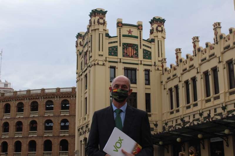 El portavoz de Voz, en la Estación del Norte de Valencia. EPDA