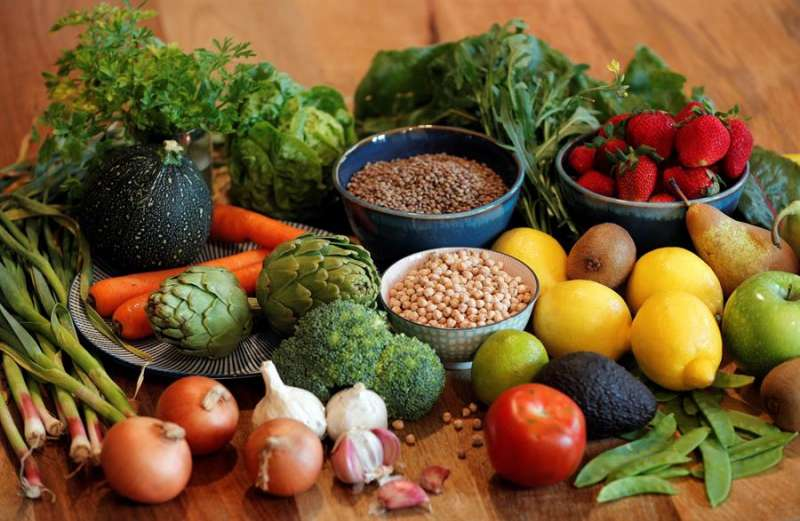 La base de la dieta mediterránea, con un gran consumo de fruta, verdura y legumbres. EFE