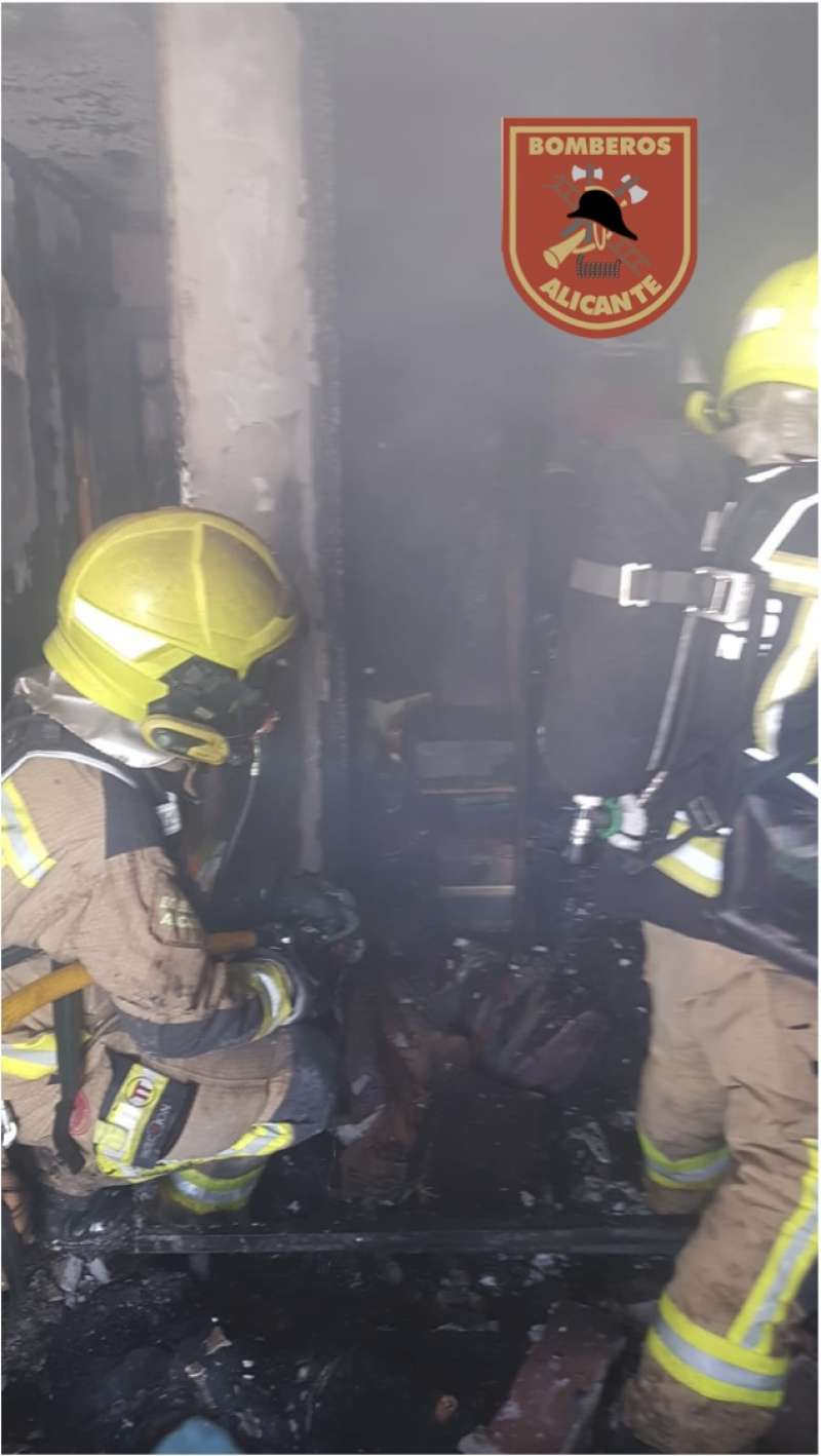 Los bomberos en el incendio