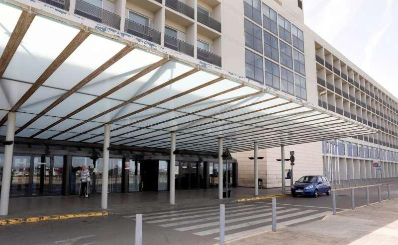 Vista general del Hospital de La Ribera, en Alzira (Valencia), en una imagen de archivo.