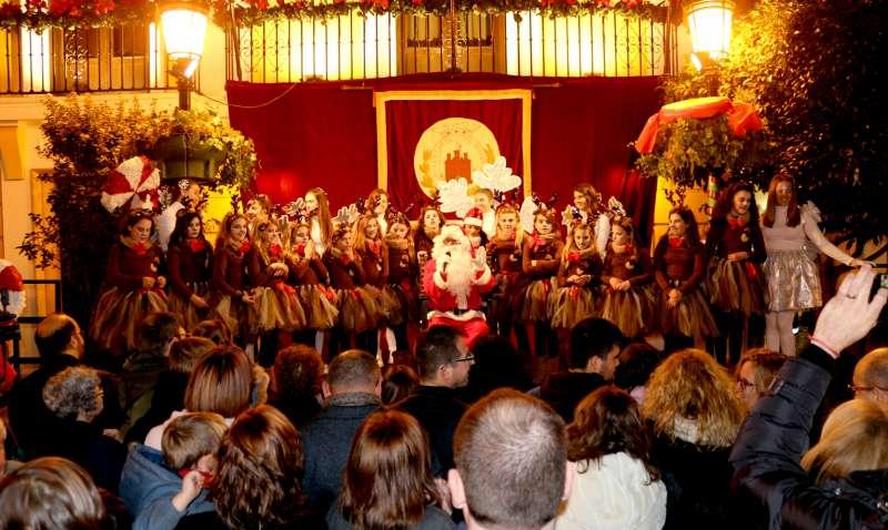 Mucho público salió a recibir a Papá Noel