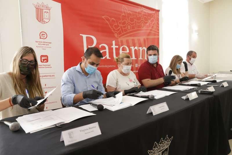 Firma del acuerdo en Paterna ante el Covid-19. EPDA