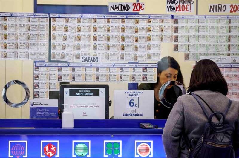 Imagen de archivo de una administraci�n de loter�a. hosteler�a. EFE/Ana Escobar