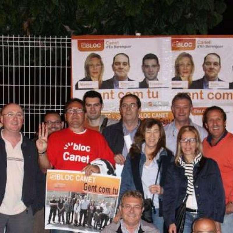 Carmen Antoni a la derecha en la campaña del Bloc en 2011 y no en 2015 como publicó por error este periódico. EPDA