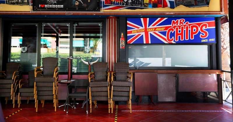 Un pub inglés en Benidorm cerrado el último domingo de julio.EFE/Manuel Lorenzo/Archivo