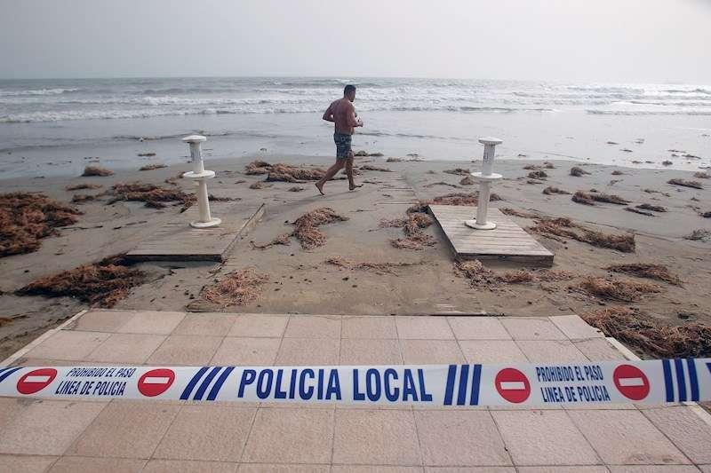 Playa del Postiguet (Alicante), tras el paso de la borrasca Gloria. EFE