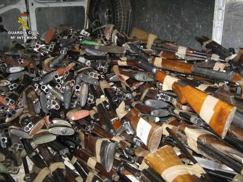 Fotografía facilitada por la Guardia Civil de armas para destruir.