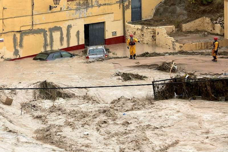 El río Clariano desbordado a su paso por Ontinyent (Valencia) la semana pasada. EFE/ Natxo Francés/Archivo