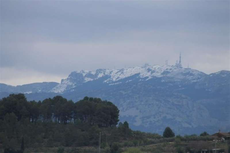 La nieve corona la Serra d