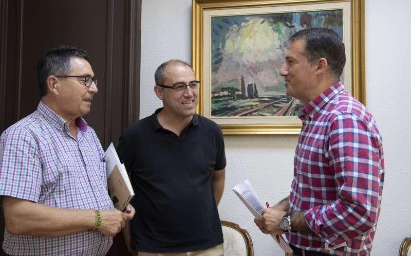 Pérez con técnicos de Diputación