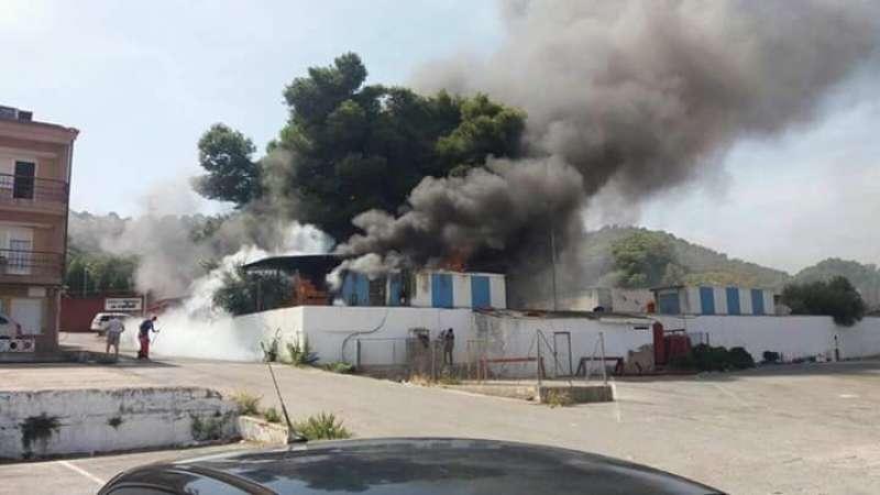 Incendio en el complejo La Pinada de Gilet. EPDA