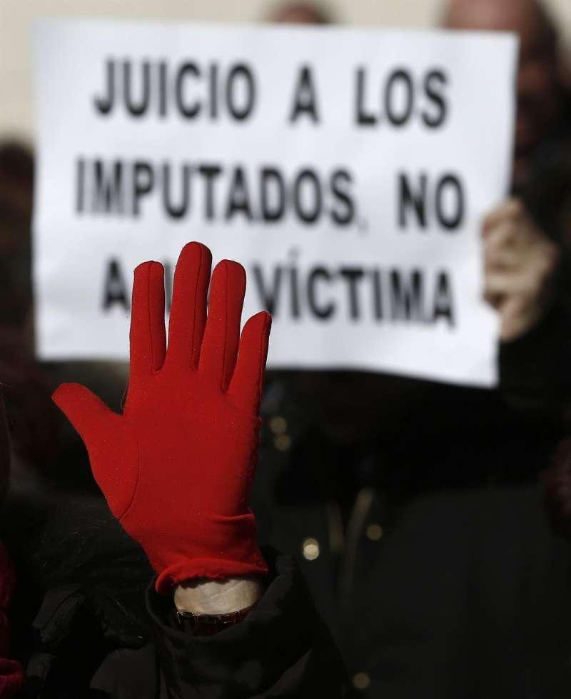 Momento de una concentración durante el juicio por la violación de una joven de 18 años en los Sanfermines del 2016.