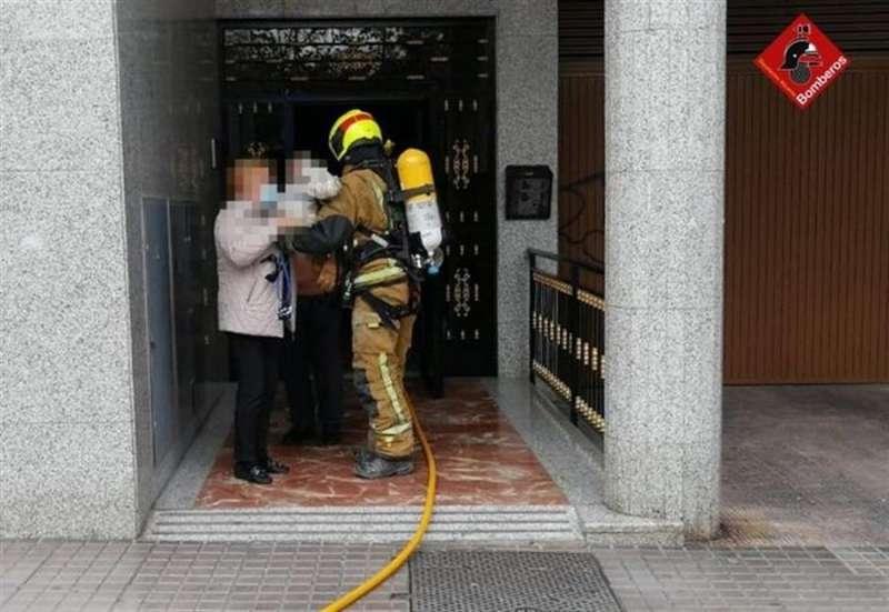Momento del rescate, en una imagen del Consorcio de Bomberos de Alicante.
