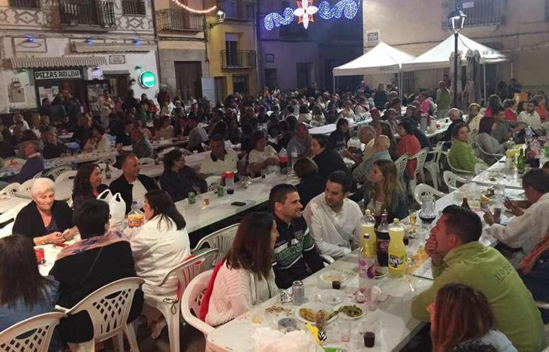 Cena de sobaquillo en la plaza