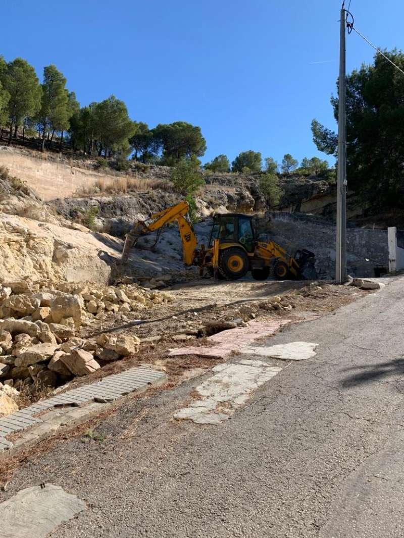 Trabajos de demolición de viviendas San Miguel. / EPDA